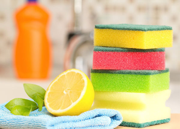 4 Easy Methods To Clean Your Kitchen Sponges Free From Bacteria