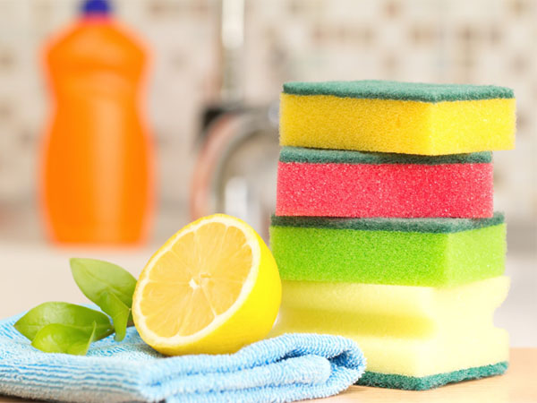 4 Easy Methods To Clean Your Kitchen Sponges Free From Bacteria ...