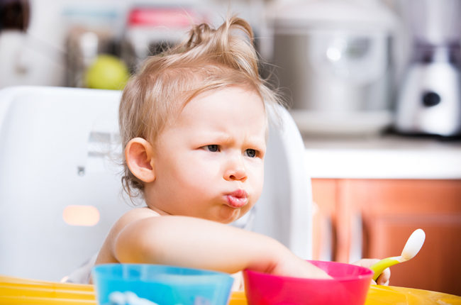 How to Manage Messy Eating and Food Throwing of Small Babies